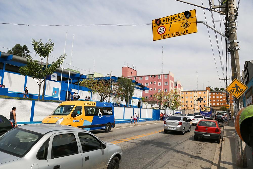 Áreas escolares ganham melhor sinalização de trânsito para evitar acidentes Foto: Pedro Godoy– Ex Libris/PMI
