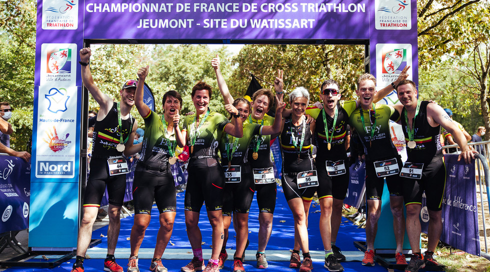 Team finisher cross triathlon
