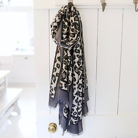 lightweight-grey-leopard-print-scarf-900