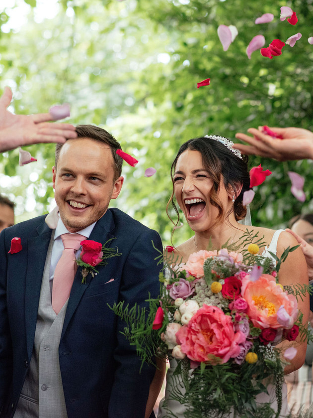 happy couple confetti