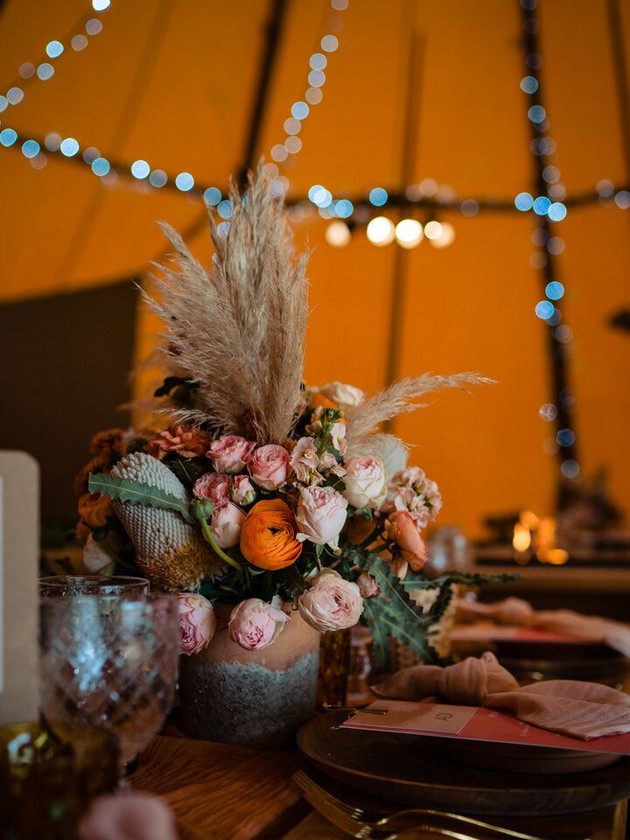 modern prairie wedding flowers
