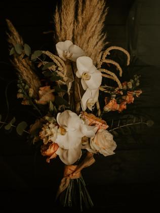 rustic modern wedding flowers
