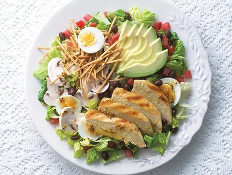 Tips para preparar ensaladas saludables con el Rey del Pollo.