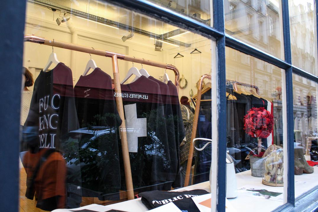 vitrine pop-up store
