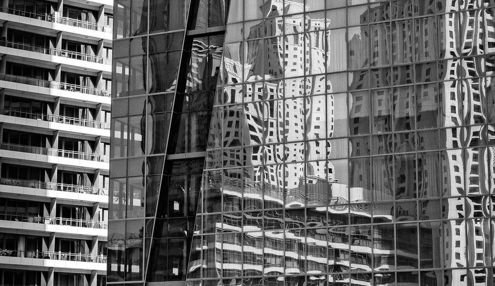 28-04_Bygninger-Reflection-