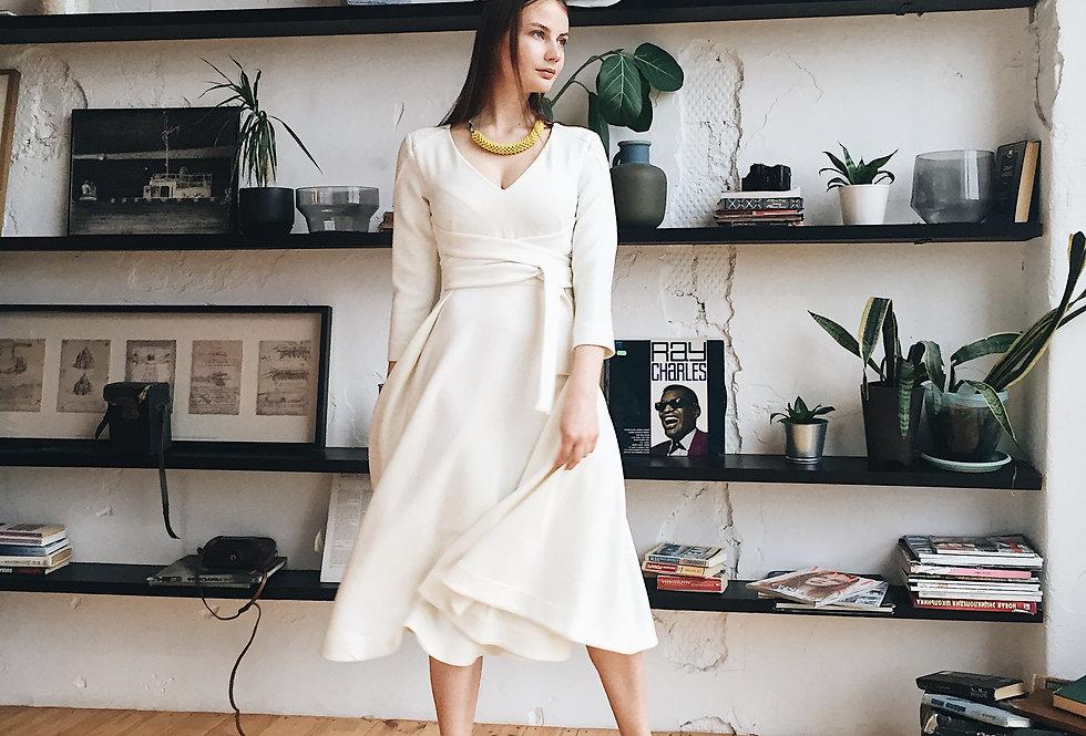 Платье с поясом-завязками