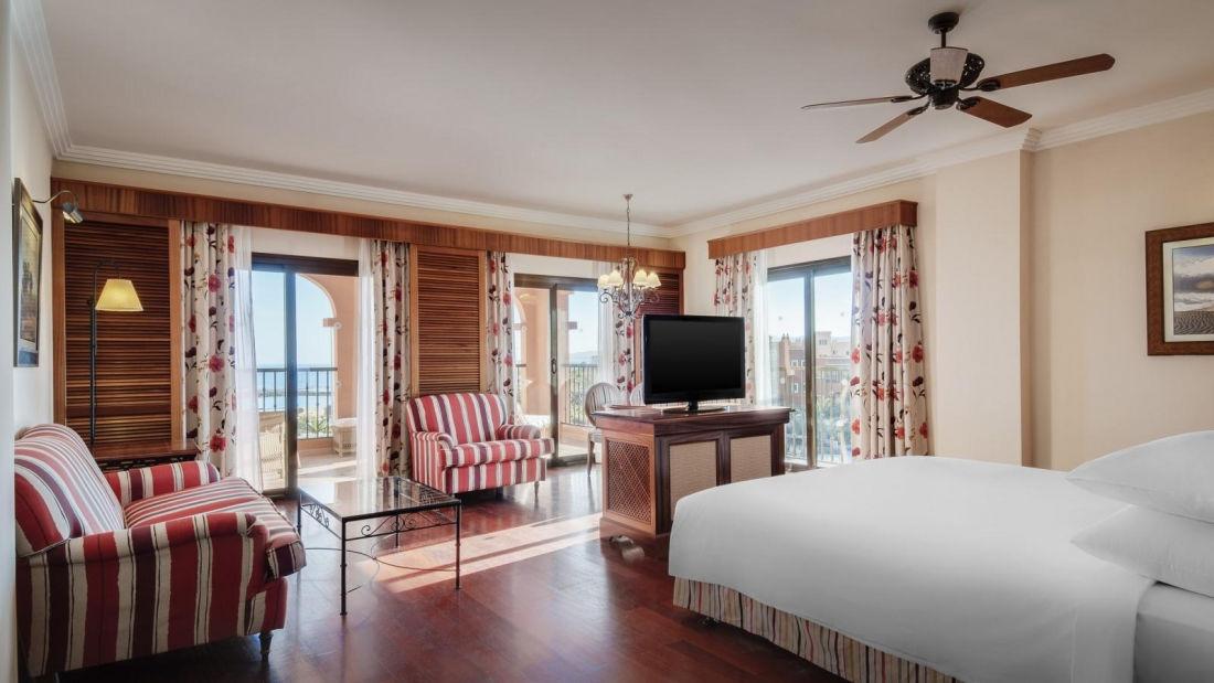 --Gallery-junior-suite-bedroom.-Sheraton