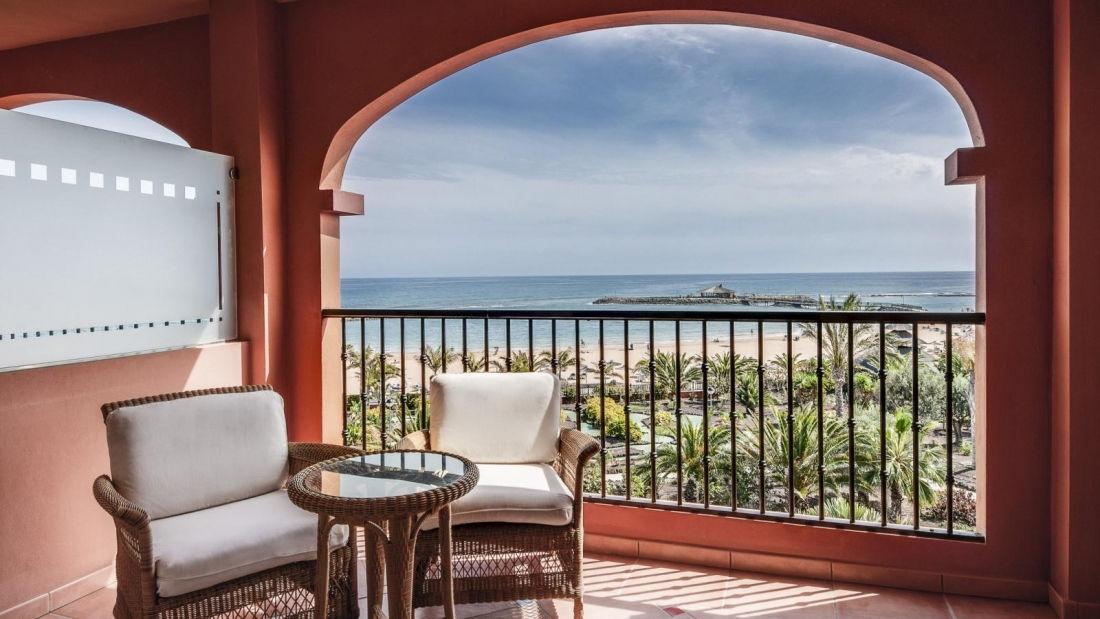 --Gallery-sea-view-terrace-deluxe-room.-