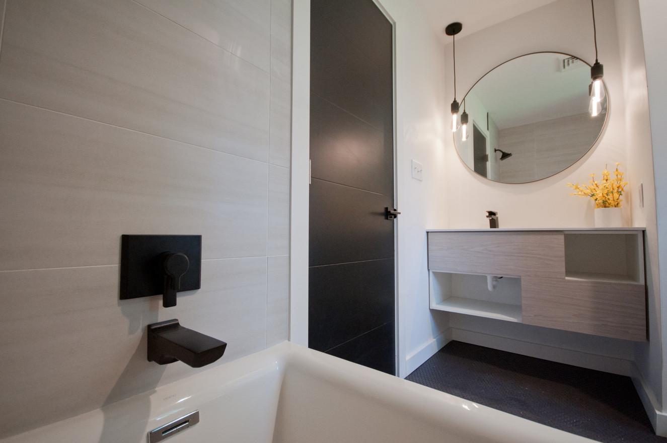 Seneca Full Bath Listing.jpg