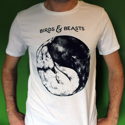 Entwined cover T-shirt -Yin-yang foxes