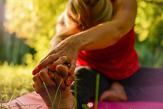 yoga-2662234_1920.jpg