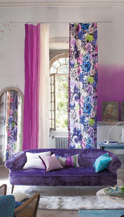 Актуальные обои и шторы с эффектом градиентной растяжки цвета.