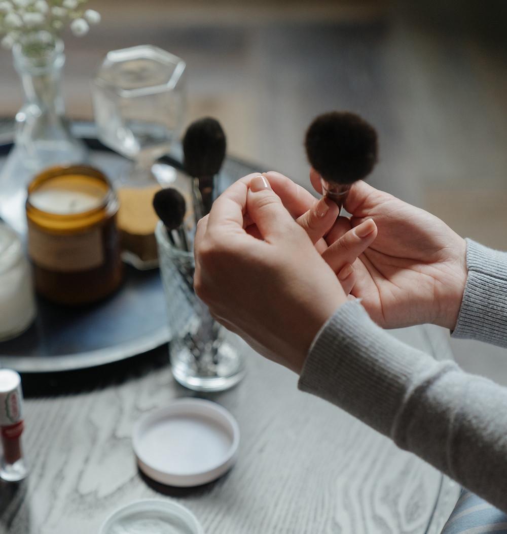 Tive COVID-19 e agora? Preciso higienizar meus produtos de beleza?!
