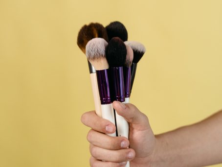 3 produtos para limpar os pincéis de maquiagem