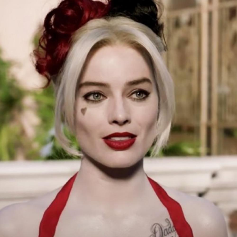 Margot Robbie interpreta Harley Quinn em cena de O Esquadrão suicida de 2021