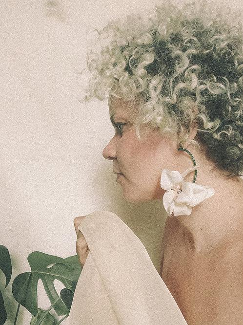 Brincos Argolas Lagarta Bouganvile - Flor de Laranjeiras