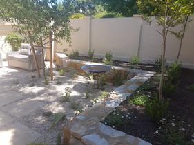 Sandstone walls - Narrabundah - Garden design