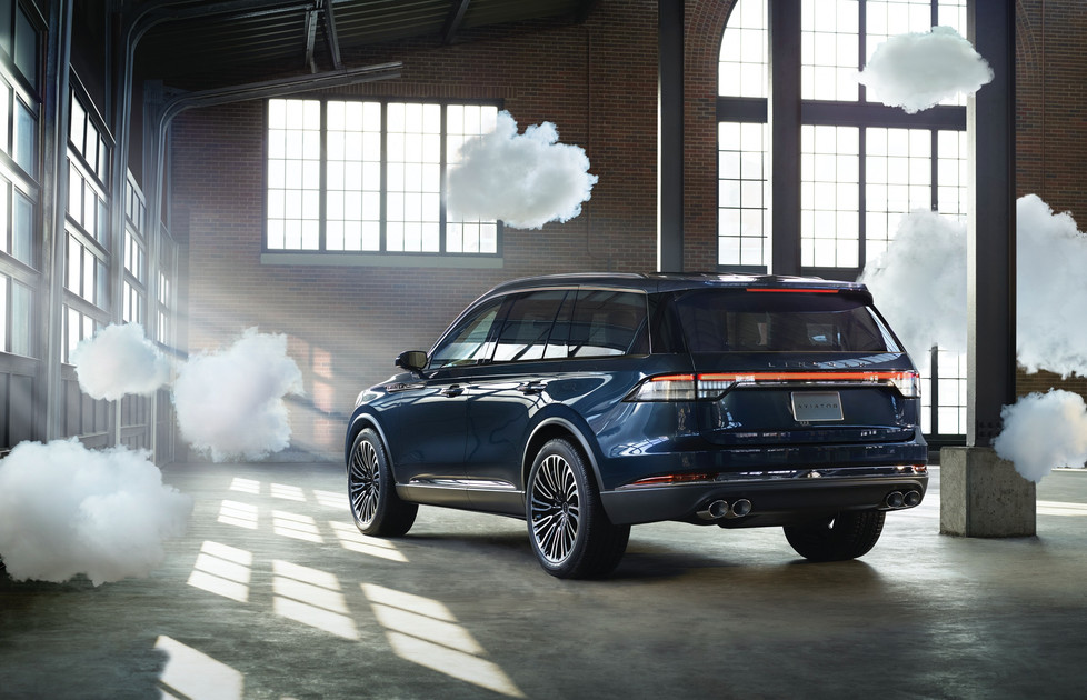 Lincoln_clouds_Driver_Assist_Technology_