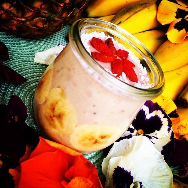 Yogur de cocos frescos y plátano