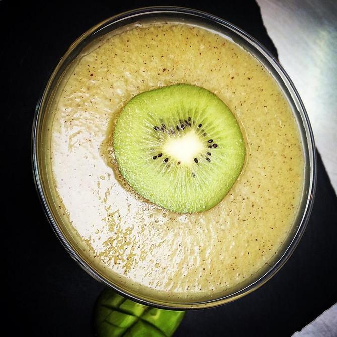 Batido de kiwis y agua de coco