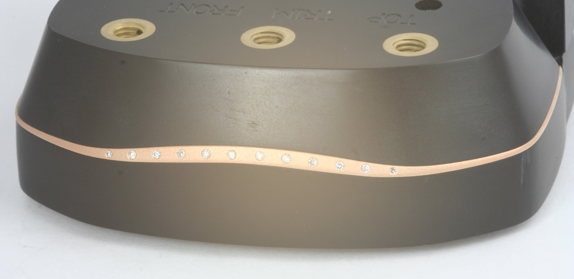 Top trim in fixture for setting