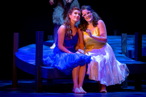Carole-Anne Roussel et Maria Gubbles dans A Midsummer Night's Dream de Brintten à Opera NUOVA