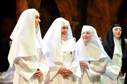 Laurie Tremblay, Catherine Charron-Drolet et Carole-Anne Roussel (Novizia), Suor Angélica, Opéra de Québec, 2016. Source: Louise Leblanc