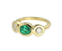 18CT GOLD EMERALD AND DIAMOND THREE STONE RING. BUBBLE SETTING. POP