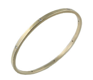 18CT YELLOW GOLD AND DIAMOND BANGLE