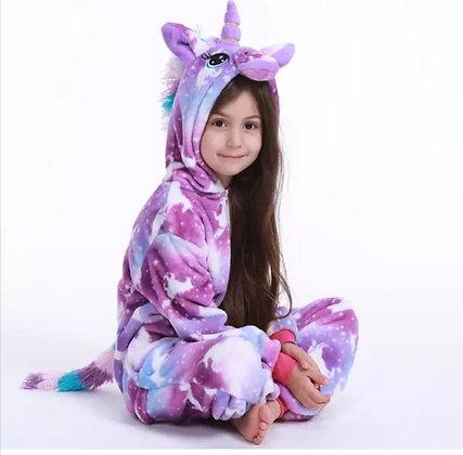 Pijama infantil unicornio violeta con figuras de unicornio