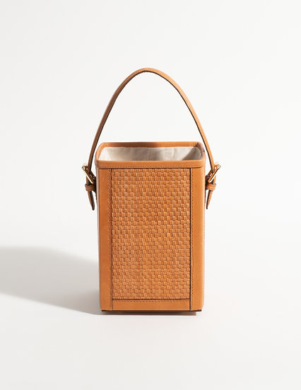 The woven square bucket