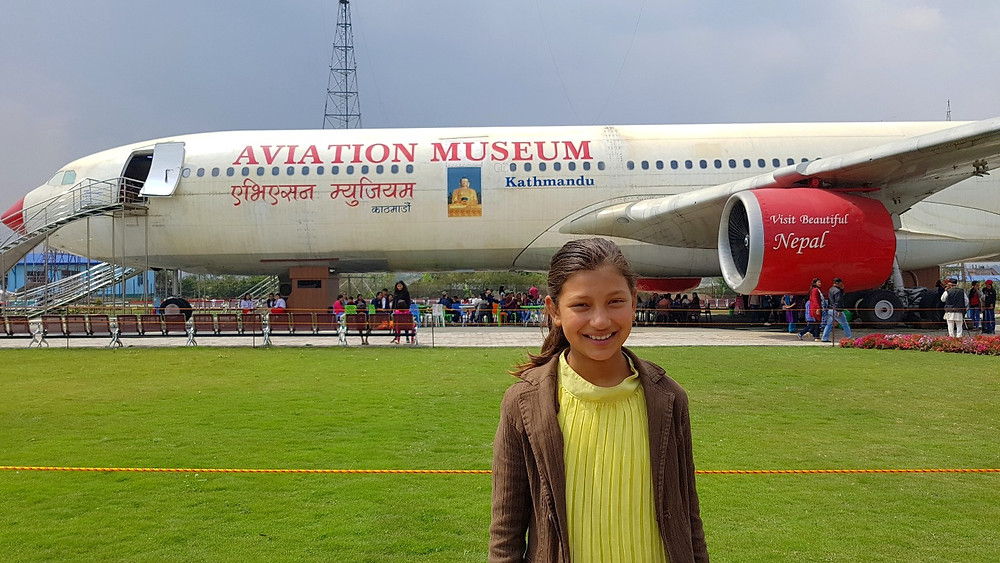 中に入ると公園のように綺麗に整備されており、博物館のフェンスの内側には 航空機の歴史などのパネル展示がある。
