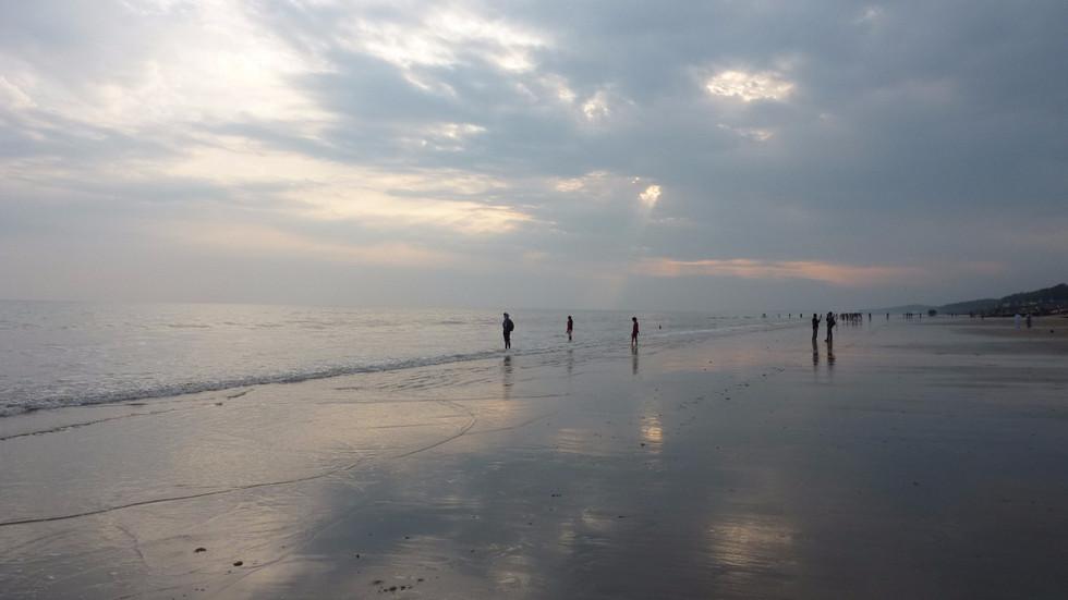 Dighaビーチの美しい夕暮れ