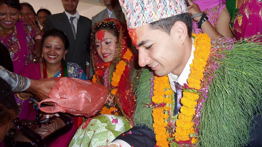 新郎新婦には、親族や招待客から多くのプレゼントやご祝儀が手渡される