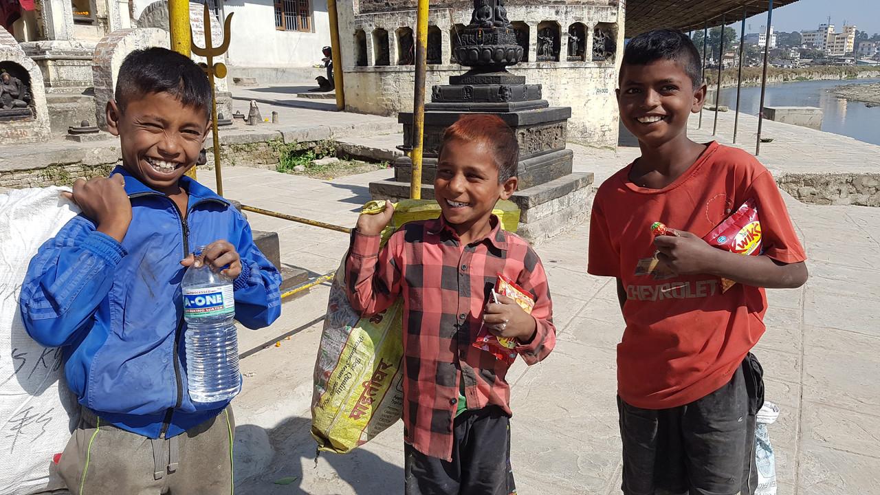 テクガートのスクンバシの子供たち