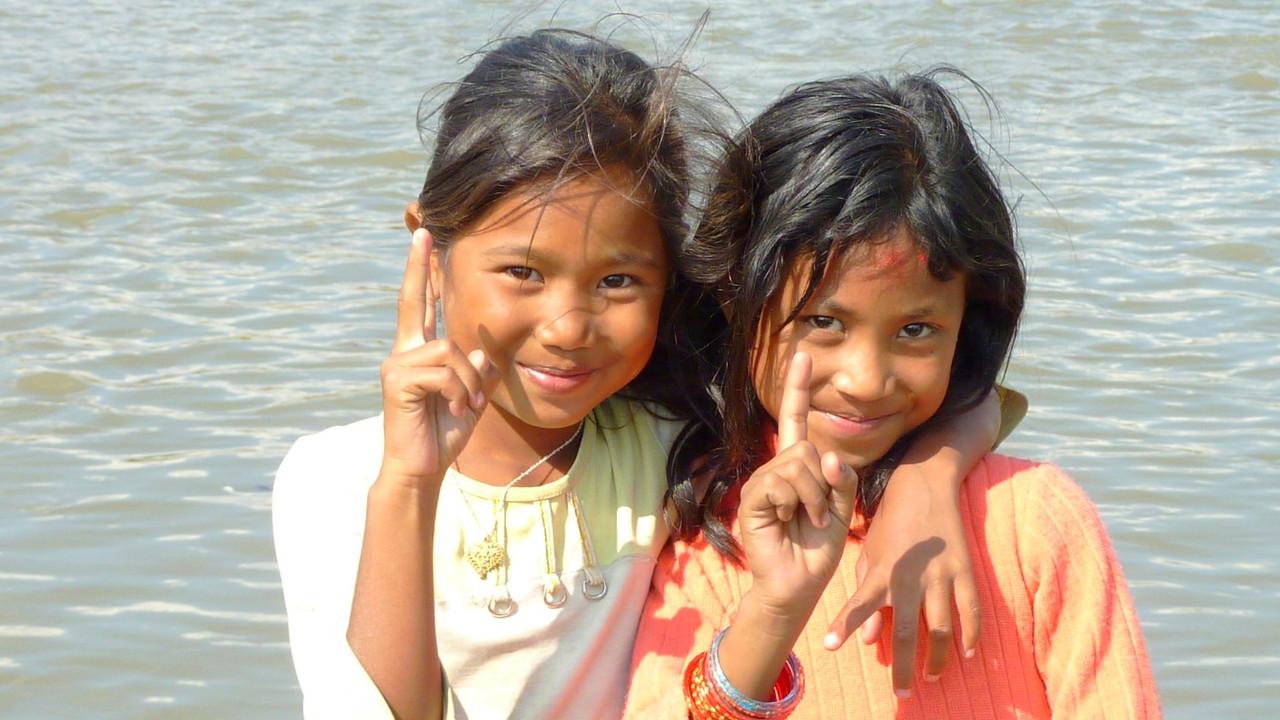 ジャディブティのスクンバシの少女たち