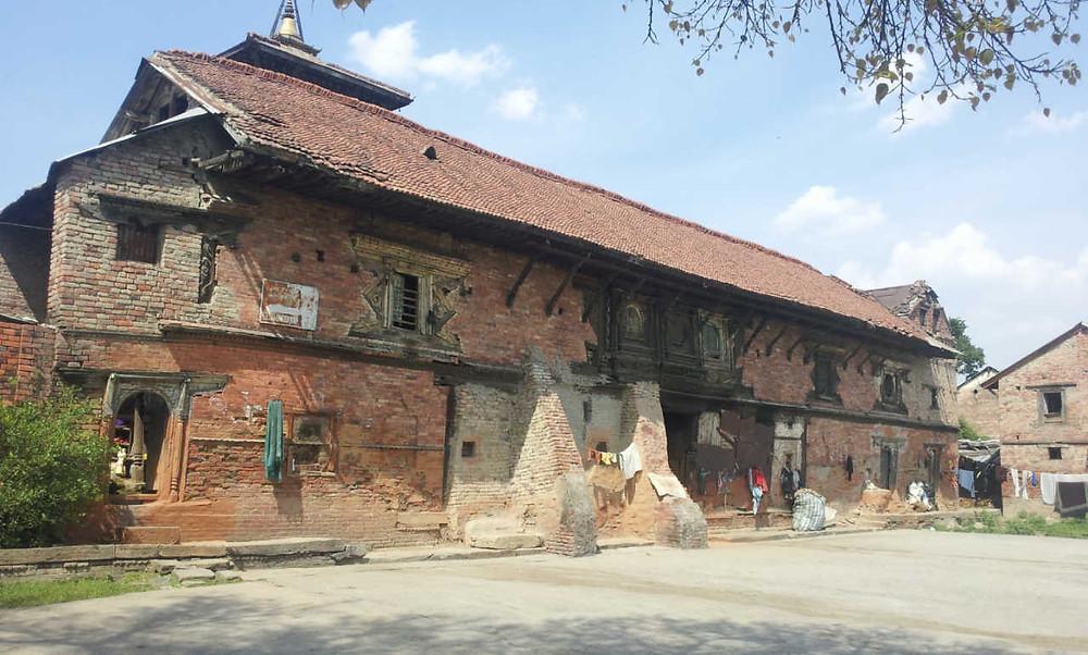 地震前の美しいナラヤン寺院の長屋門