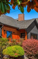 Attractive Roof Idea For Exterior Renovation Concept