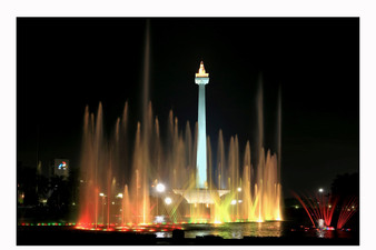 Monas at night