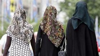 MUSLIM WOMEN.png