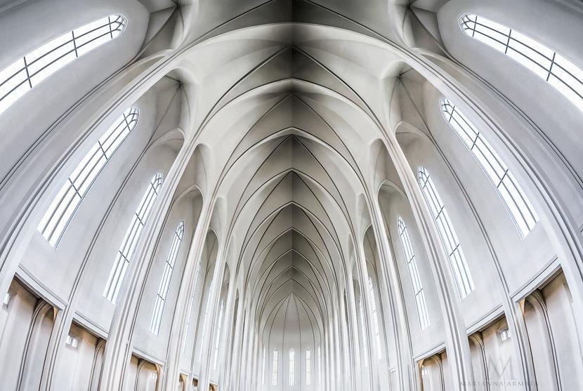 Rekjevik-church-interior.jpg