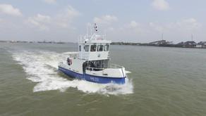 เรือเก็บขยะในแม่น้ำและทะเล ทช. 03 และ ทช. 04