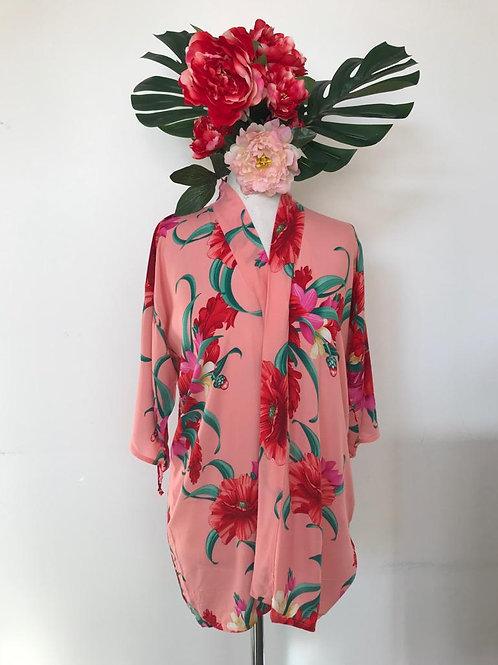 Kimono Trancoso rosa com flores G vermelhas