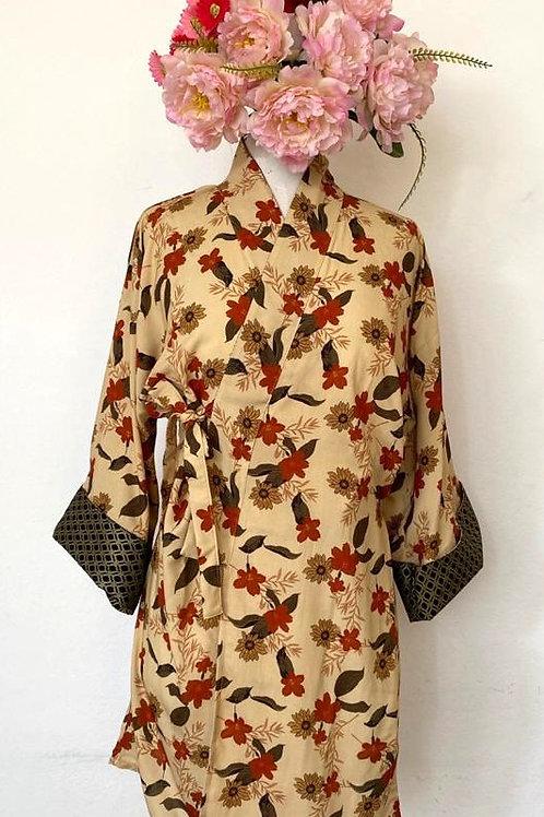 Kimono Tokyo médio flores fundo manteiga