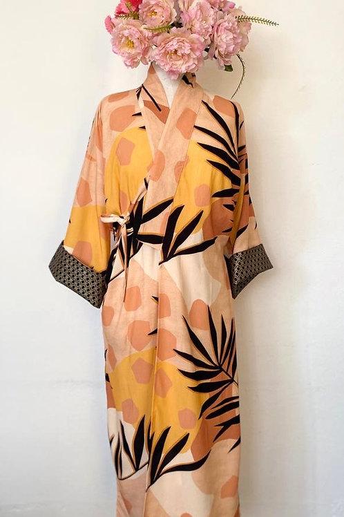 Kimono Tokyo longo folhagem preta fundo geométrico