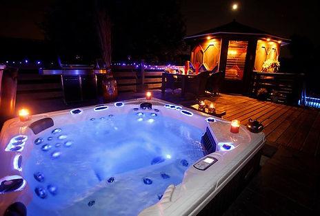 bahamaspas-hot-tub-led-night.jpg