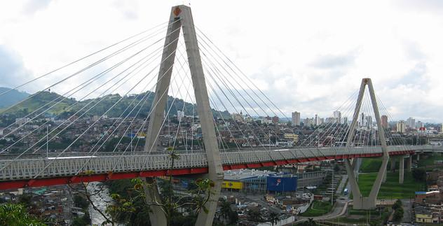 El_Viaducto_Pereira_Colombia-fixed.jpg