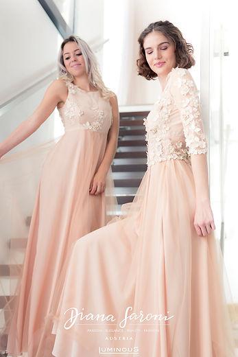 Magda & Vanesssa (Treppe).jpg