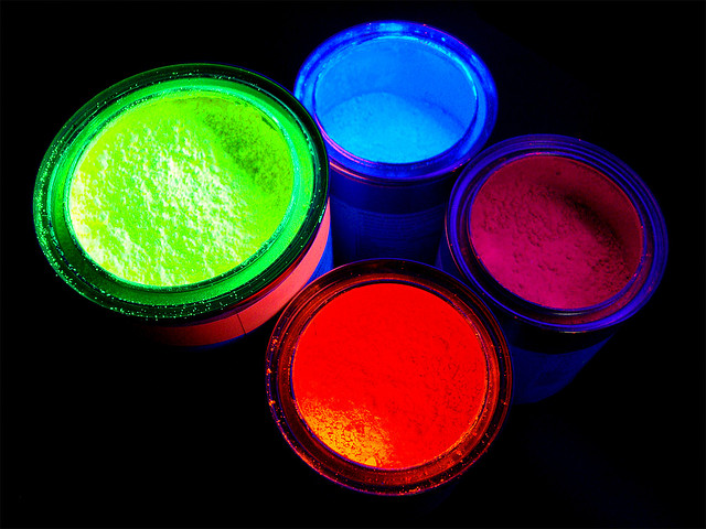 Neon pigments for screenprinting