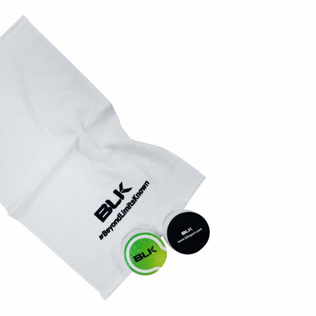 Compressed towel 30 x 50 cm in tennis ba